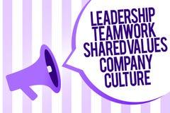 Nota di scrittura che mostra la cultura di Leadership Teamwork Shared Values Company Foto di affari che montra gruppo Team Succes fotografia stock libera da diritti