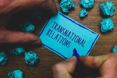 Nota di scrittura che mostra le relazioni sopranazionali Foto di affari che montra diplomazia internazionale di relazione di poli immagini stock libere da diritti