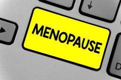 Nota di scrittura che mostra menopausa Foto di affari che montra periodo di cessazione permanente o conclusione dell'urlo della t fotografia stock