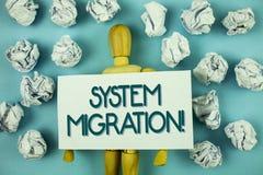 Nota di scrittura che mostra a migrazione del sistema chiamata motivazionale Foto di affari che montra i programmi commoventi ad  Fotografia Stock