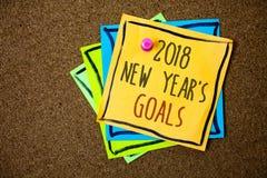 Nota di scrittura che mostra a 2018 nuovi anni gli scopi Foto di affari che montra la lista di risoluzione delle cose che volete  Immagine Stock