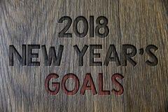 Nota di scrittura che mostra a 2018 nuovi anni gli scopi Foto di affari che montra la lista di risoluzione delle cose che volete  Immagini Stock Libere da Diritti