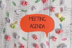 Nota di scrittura che mostra ordine del giorno di riunione Foto di affari che montra gli oggetti che i partecipanti sperano di co fotografie stock