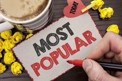 Nota di scrittura che mostra più popolare Foto di affari che montra il prodotto del bestseller superiore di valutazione o artista immagini stock