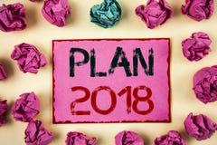 Nota di scrittura che mostra piano 2018 Foto di affari che montra gli scopi provocatori di idee affinchè motivazione del nuovo an Immagine Stock