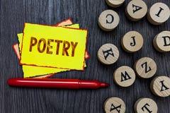Nota di scrittura che mostra poesia Foto di affari che montra espressione dell'opera letteraria delle idee di sensibilità con le  Fotografia Stock Libera da Diritti