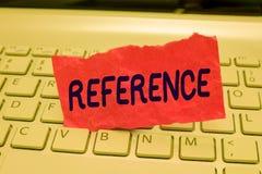 Nota di scrittura che mostra riferimento Foto di affari che montra citazione o che allude a qualcosa menzione di raccomandazione fotografie stock