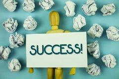 Nota di scrittura che mostra a successo chiamata motivazionale Foto di affari che montra realizzazione di risultato di un certo s Fotografia Stock