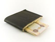 Nota dirham dai cinque e del vecchio carnet di assegni su Backg bianco Fotografia Stock Libera da Diritti