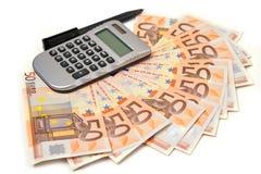 nota do euro 50 em forma de leque e calculadora Foto de Stock Royalty Free