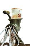 Nota do Euro em uma picadora de carne Fotografia de Stock