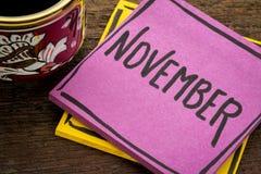 Nota do lembrete de novembro com café Fotos de Stock Royalty Free