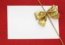 Nota em branco branca no vermelho Fotos de Stock Royalty Free