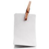 Nota en blanco fijada, papel fijado, libreta fijada aislada en pizca Imágenes de archivo libres de regalías