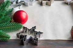Nota en blanco para las recetas de las tortas de la Navidad Preparación Gingerbre Imágenes de archivo libres de regalías