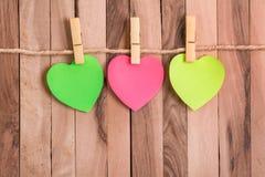 Nota en forma de corazón en blanco foto de archivo