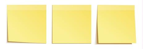 Nota gialla del bastone isolata su bianco Fotografia Stock