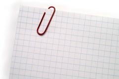 Nota met rode paperclip Royalty-vrije Stock Fotografie