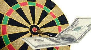 Nota over een dartboard Stock Afbeeldingen