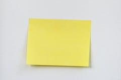 Nota pegajosa amarela Imagens de Stock Royalty Free