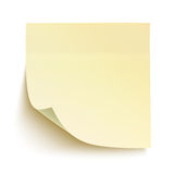 Nota pegajosa amarilla aislada en el fondo blanco Imagen de archivo libre de regalías
