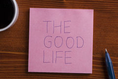 Nota pegajosa con el tex la buena vida Foto de archivo libre de regalías