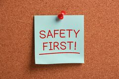 Nota pegajosa de la seguridad primero Imagen de archivo libre de regalías