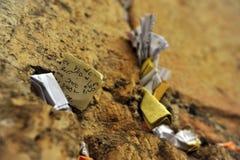Nota's in de loeiende muur Israël Royalty-vrije Stock Foto's