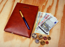 Nota's en pen van de geld de de euro kalender Royalty-vrije Stock Foto