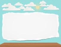 Nota vazia branca rasgada, rasgada, papel do caderno com nuvens, sol e tabela no fundo de turquesa Foto de Stock Royalty Free
