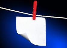 Nota y clip de papel Fotos de archivo libres de regalías
