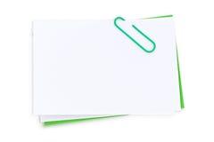 Nota y clip en blanco de post-it Imagen de archivo