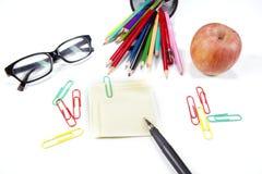Nota y efectos de escritorio pegajosos Foto de archivo libre de regalías