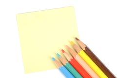 Nota y lápiz de post-it Imágenes de archivo libres de regalías