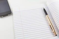 Nota y pluma del papel en blanco Fotos de archivo