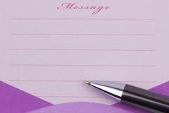 Nota y pluma pegajosas del mensaje foto de archivo libre de regalías