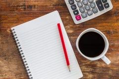 Notaboek met potlood en een kop van koffie Royalty-vrije Stock Afbeeldingen