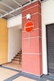 Notalarmknopf am Gebäude für Sicherheitswarnung Lizenzfreie Stockbilder