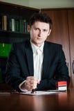 Notar, der Dokument stempelt Lizenzfreies Stockfoto