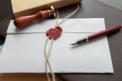 Notar ` s allgemeiner Stift und Stempel auf Testament und Letztem werden es tun Notarswerkzeuge Lizenzfreie Stockfotos