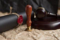 Notar ` s allgemeiner Stift und Stempel auf Testament und Letztem werden es tun Notarswerkzeuge lizenzfreies stockfoto