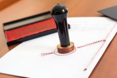 Notariële die handeling en zegel door de Poolse notaris wordt gebruikt stock foto's