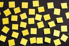 Notas amarelas Fotos de Stock Royalty Free