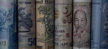 Notas asiáticas roladas do dinheiro fotografia de stock