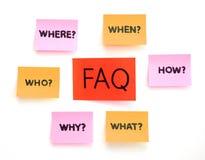 Notas com perguntas e FAQ Foto de Stock