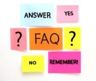 Notas con preguntas y el FAQ Foto de archivo libre de regalías