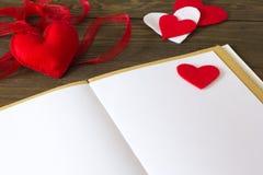 Notas, corazón hecho del fieltro Foto de archivo