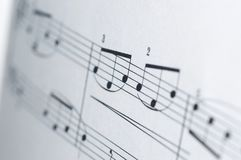 Notas da música no fundo branco Fotos de Stock Royalty Free