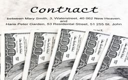 Notas da moeda do dólar e contrato inglês Imagens de Stock Royalty Free