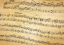 Notas da música na pauta musical, fundo de papel velho Foto de Stock